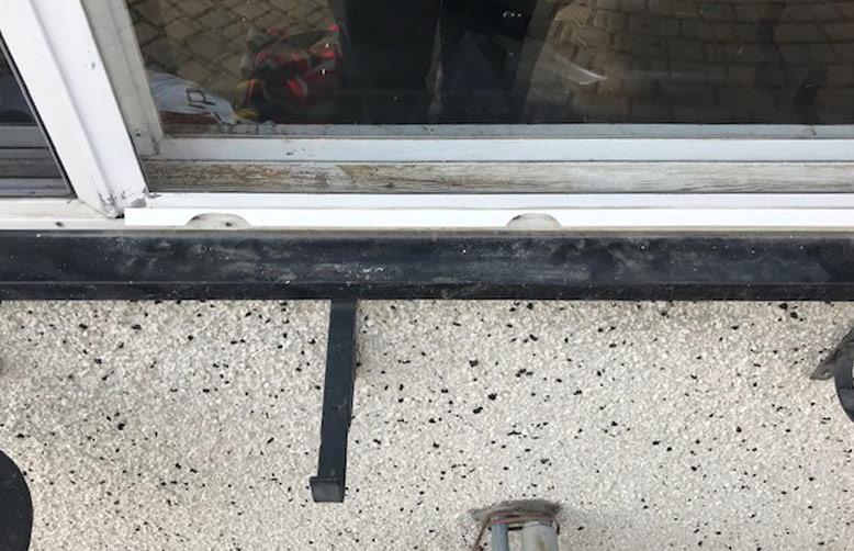 vinyl-window-repair-before-8158